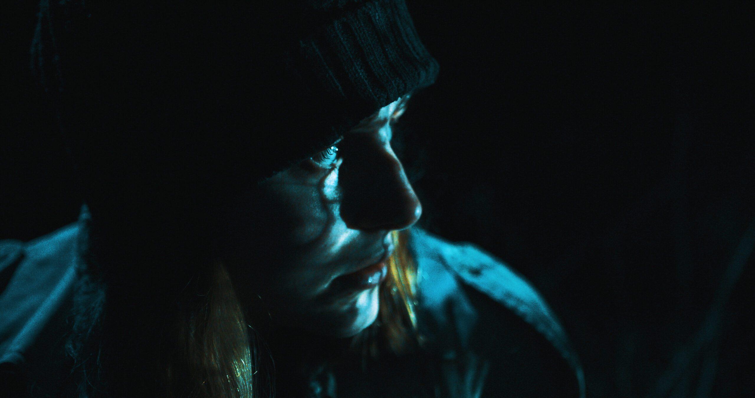 Lara Fee Baden als Lena Peters in dem Kurzfilm Zwischen den Ufern