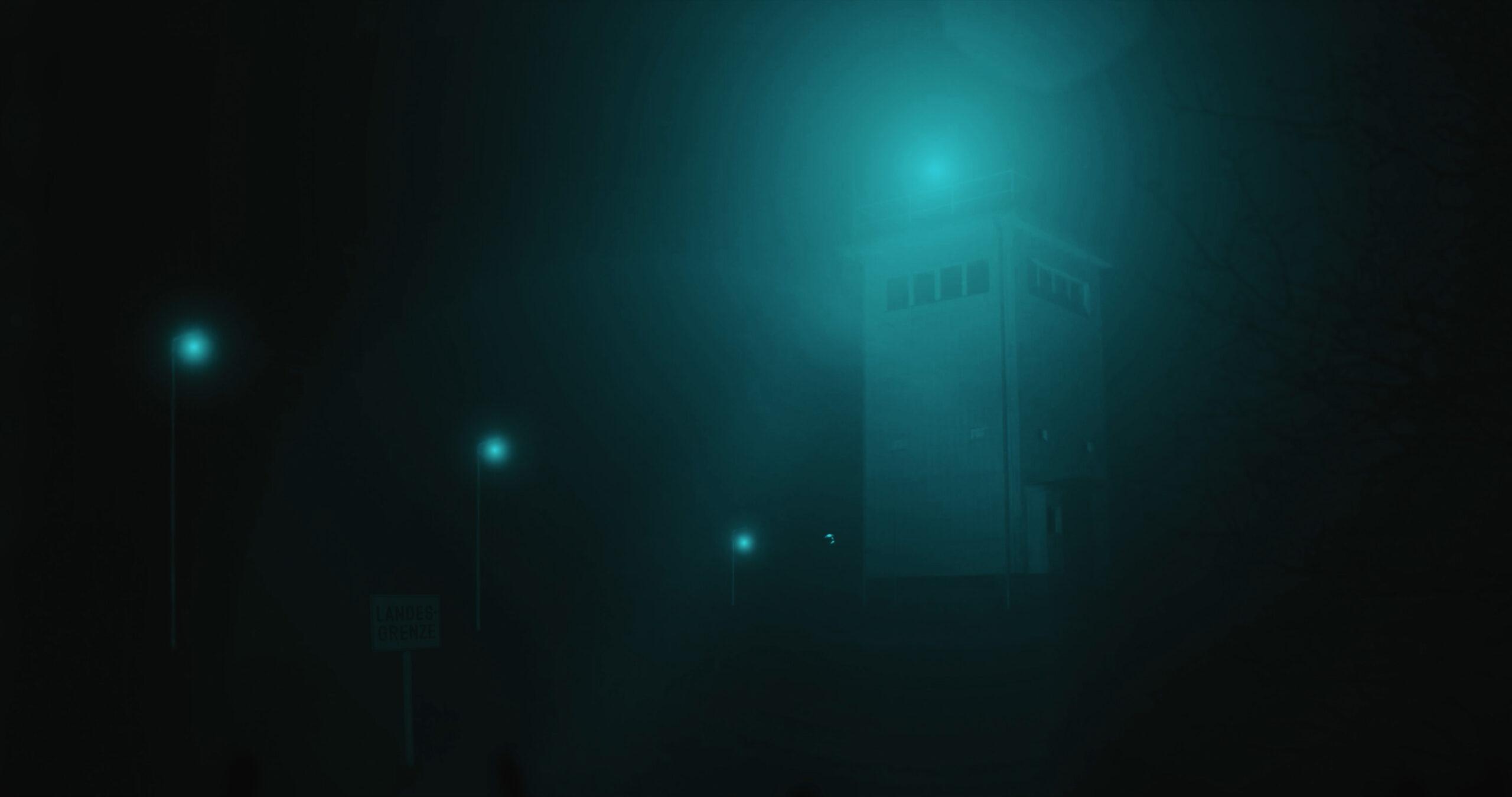 Alter DDR-Grenzturm bei Nacht aus dem Kurzfilm Zwischen den Ufern von Benjamin Lehmann